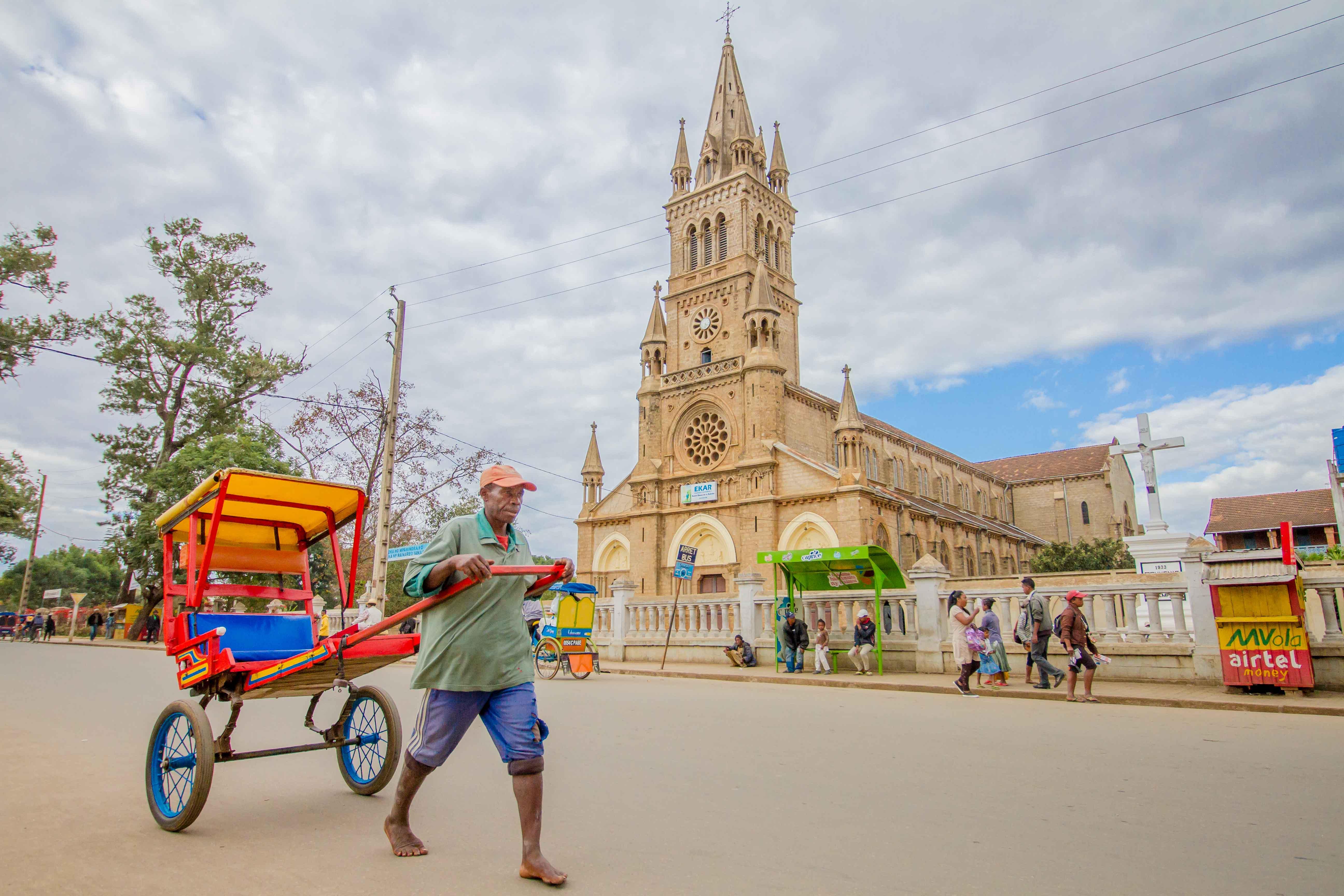 Madagascar - Antsirabe : Pousse Pousse BD (3)