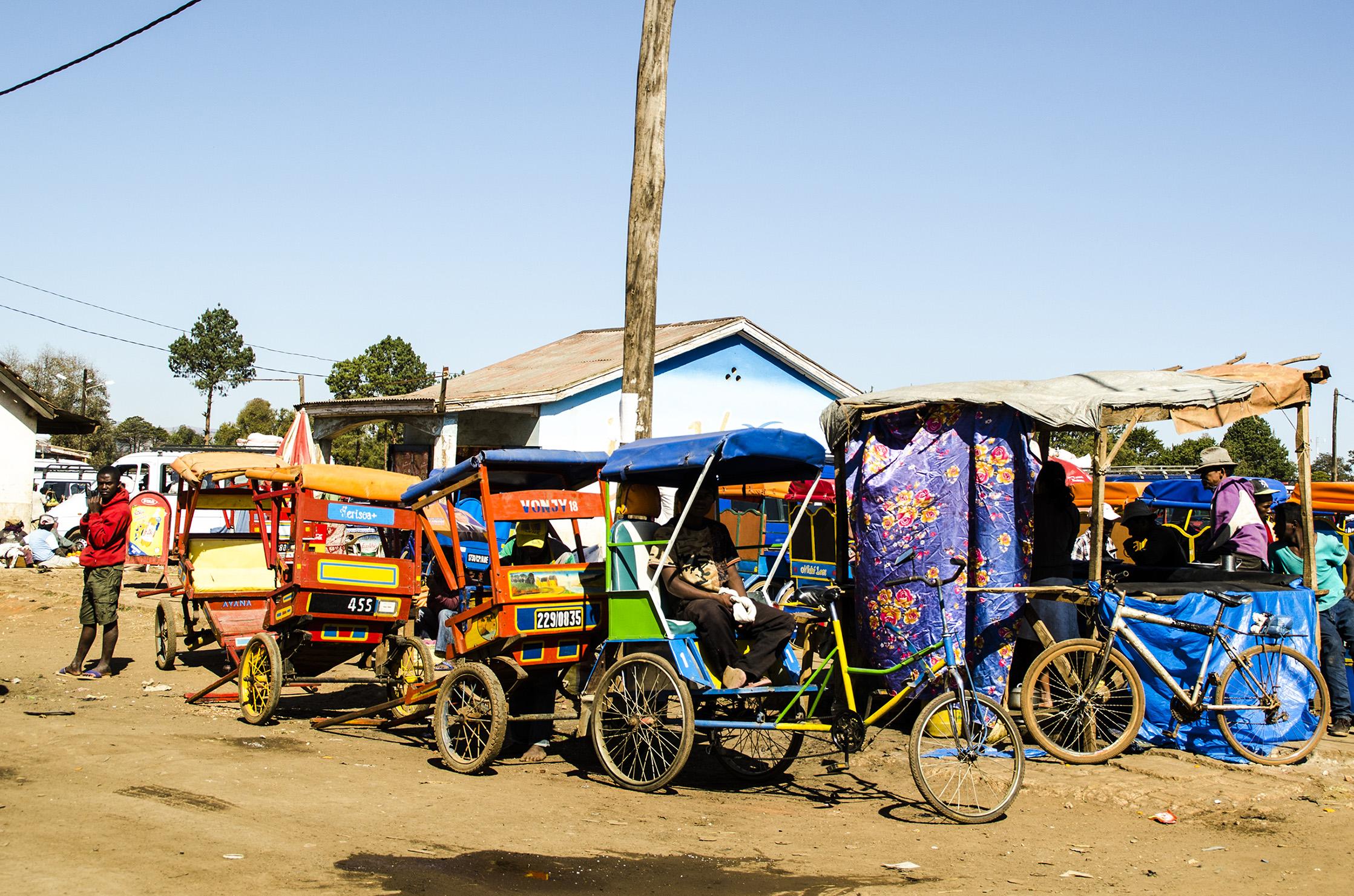 Antsirabe - Pousse pousse au repos