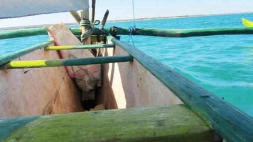 Mangily - Pirogue sur le lagon