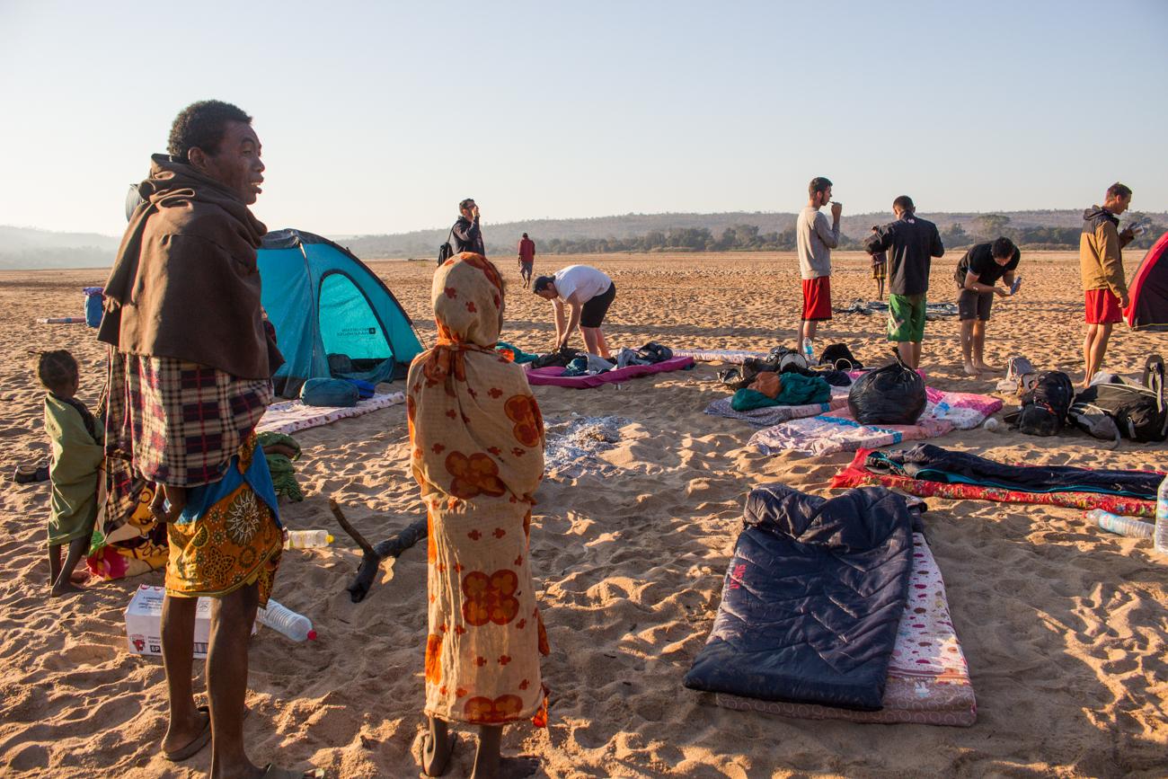 Tsiribihina - Avec les locaux