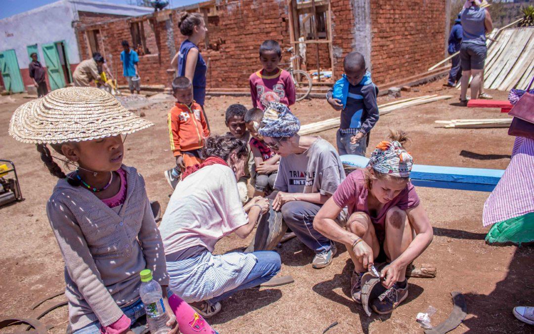 Immersion solidaire à Antsirabe (Madagascar) : construire une aire de jeux en matériaux recyclés