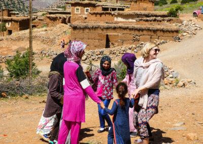 Maroc - R'bat, Rebecca avec les jeunes filles 2