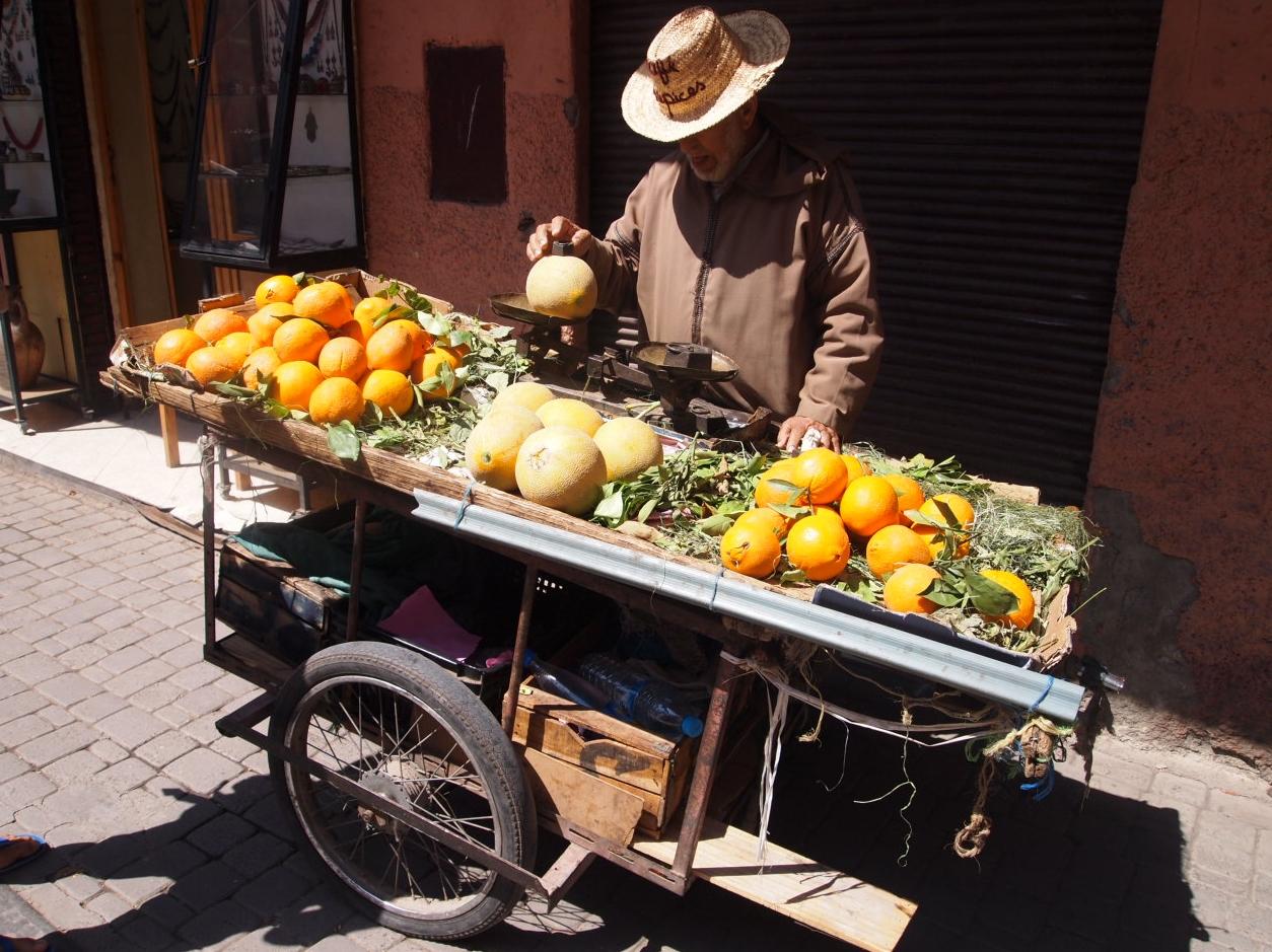 Maroc - vendeur de rue